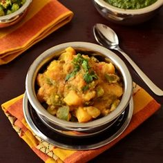 Quick and easy curry with potatoes and green bell pepper. Perfect with any kind of Indian flat bread.