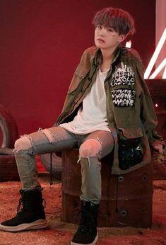 Yoongi does the same to me. Bts Suga, Min Yoongi Bts, Bts Bangtan Boy, Namjoon, Daegu, Foto Bts, Bts Photo, Agust D, Yoonmin