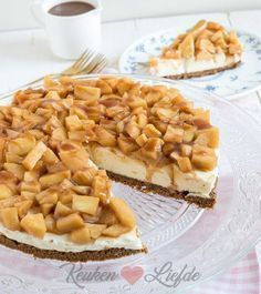Monchoutaart with cinnamon apple and fudge sauce - Kitchen ♥ Love - . - Monchout pie with cinnamon apple and fudge sauce – Kitchen ♥ Love – - No Bake Desserts, Delicious Desserts, Yummy Food, Baking Recipes, Cake Recipes, Dessert Recipes, Dutch Recipes, Food Cakes, Cupcake Cakes