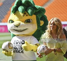 Colombia's singer Shakira poses with mascot Zakumi after a press conference of…