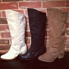 ❤ Heather loves boots !