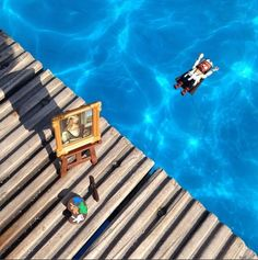 Little Dürer put his brush and colours aside to swim in the pool! #meandmyduerer #nuremberg #summer