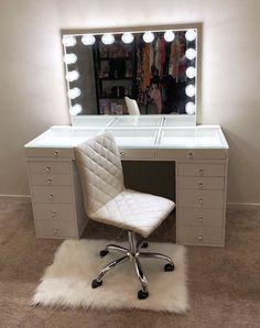 Cute Bedroom Decor, Bedroom Decor For Teen Girls, Stylish Bedroom, Room Ideas Bedroom, Beauty Room Decor, Makeup Room Decor, Makeup Rooms, Teen Bedroom Designs, Vanity Room