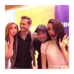 Sarah Rafferty, Gabriel Macht, Rick Hoffman, and Meghan Markle- okay, this group looks fun to party with :) Serie Suits, Suits Tv Series, Suits Tv Shows, Harvey Specter Suits, Suits Harvey, Donna Harvey, Meghan Markle Suits, Donna Paulsen, Suits Quotes