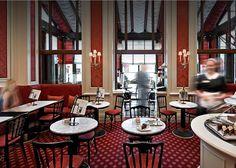 Der ideale Ort, um die Wiener Kaffeehauskultur mit einem Stück Original Sacher-Torte und einem köstlichen Kaffee zu genießen.