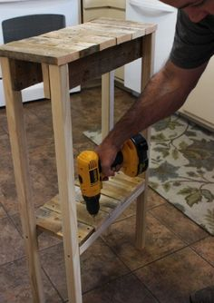 DIY Pallet Table   My Home Decor Guide