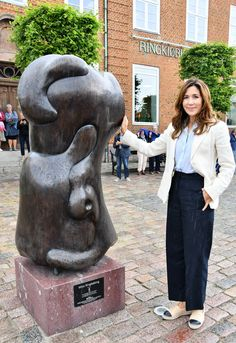 Crown Princess Mary, Garden Sculpture, Royalty, Albums, June, Suits, Style, Fashion, Bronze Sculpture