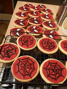 cool idea for kids party - spiderman sugar cookies Superhero Birthday Party, Birthday Parties, 5th Birthday, Birthday Ideas, Birthday Cookies, Cake Birthday, Cupcakes, Cupcake Cakes, Spiderman Cookies