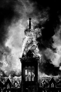 Era una vija iglesia, no recuerdo bien donde estaba, fue quemada en la guerra junto con todas las demas en londres