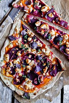 pumpkin and beet. Potato Pizza Recipe, Deep Dish Pizza Recipe, Pizza Recipes, Veggie Recipes, Gourmet Recipes, Cooking Recipes, Flammkuchen Vegan, Pizza Vegana, Vegan Pizza