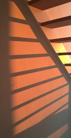 Sunset Wallpaper, Screen Wallpaper, Wallpaper Backgrounds, Aesthetic Pastel Wallpaper, Aesthetic Backgrounds, Aesthetic Wallpapers, Light And Shadow Photography, Sun Blinds, Shadow Pictures