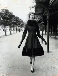 Ciao Bellísima - Vintage Glam; Model wearing Nina Ricci; Photo by Louis Faurer, 1960