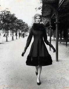 Gorgeous coat    Model wearing Nina Ricci 1960 - photo by Louis Faurer