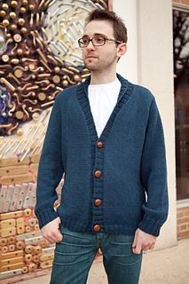 2019 Modell Ravelry: Steve McQueen Weekend Cardigan pattern by Karida Collins Mens Knitted Cardigan, Ladies Cardigan Knitting Patterns, Crochet Cardigan Pattern, Men Sweater, Sweater Patterns, Weekender, Male Sweaters, Knit Sweaters, Steve Mcqueen Style
