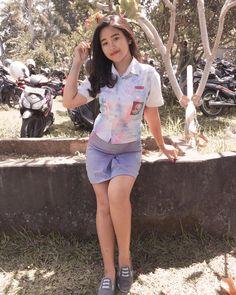 Indonesian Women, School Girl Dress, Teen Girl Outfits, High School Girls, Poker Online, School Uniform, Asian Girl, White Shorts, Sexy Women