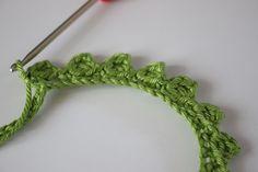 Free crochet pattern Amigurumi Dragon : ABBREVIATIONS LM = Air Mesh M = Mesh FM = Fixed Mesh Stb = Chopsticks Hlb Stb = Half Chopsticks Verd. = double up ab = decrease together KM = warp Rnd = round * Repeat pattern for pattern repeat ANLE Dragon En Crochet, Crochet Dragon Pattern, Crochet Patterns Amigurumi, Crochet Blanket Patterns, Crochet Hooks, Free Crochet, Crochet Magic Circle, Magic Ring Crochet, Crochet Circles