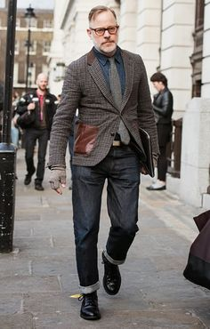 Men's Fashion Men's Fashion Articles and Men's Fashion Tips For 2015 Older Mens Fashion, Old Man Fashion, Autumn Fashion, Style Fashion, Man Street Style, Cool Street Fashion, American Casual, Smart Jackets, Fashion Articles