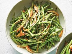 Garlic-and-Sesame Green Beans Recipe - Cooking Light Garlic Recipes, Chicken Recipes, Healthy Recipes, Weeknight Recipes, Whole30 Recipes, Healthy Dinners, Vegetable Side Dishes, Vegetable Recipes, Sesame Green Beans Recipe