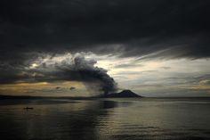 Este volcan se llama Caldera de Rabaul, y realiza erupciones violentas cada pocos años, las últimas en el año 2010. Es uno de los paisajes más inusuales y singulares de Papúa Nueva Guinea. #swissandina
