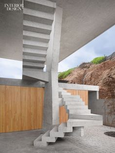 In Cachagua, Chile, a concrete-roofed house by Max Núñez Arquitectos surveys the Pacific Ocean from the vantage of a steep bluff. Photography by Roland Halbe.