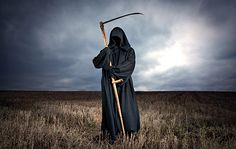 Femke is dood. Fairytale Creatures, Grim Reaper, Fantasy Art, Creepy, Fairy Tales, Weird, Darth Vader, Pictures, Jokers