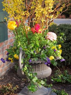 I never thought 60 degrees could make me so happy...       But it does. 60 degrees + ranunculus + pansies = pure joy.   Vicki Lea  showed u...