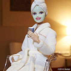 """""""Enjoying my morning at the Aqua Star BABOR Beauty Spa at the Their famous BABOR mask is the first step for getting red carpet-ready! Bad Barbie, Barbie Life, Barbie World, Barbie Style, Barbies Pics, Barbie Diorama, Bottle Jewelry, Barbie Fashionista, Valley Of The Dolls"""