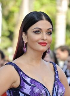 """Bollywood star Aishwarya Rai Bachchan dressed in Michael Cinco at the premiere of """"Girls of the Sun"""" during the 2018 Cannes Film Festival on Saturday (May in Cannes, France. Bollywood Actress Hot, Bollywood Stars, Bollywood Celebrities, Indian Bollywood, Bollywood Fashion, Pakistani, Aishwarya Rai Cannes, Aishwarya Rai Bachchan, Most Beautiful Indian Actress"""