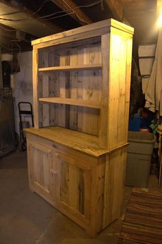 This DIY pallet kitchen hutch is something you would like to look over and over again! There is a pallet made cabinet over which a shelving unit has been Cheap Furniture, Furniture Projects, Kitchen Furniture, Furniture Design, Furniture Nyc, Wooden Pallet Furniture, Wooden Pallets, Rustic Furniture, Pallet Wood