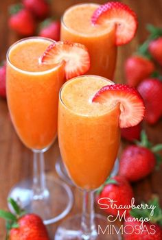 Celebrate the day with these delicious Strawberry Mango Mimosas! Super easy to make with only 4 ingredients and they taste amazing!!