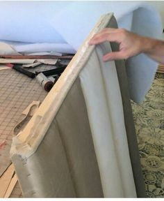 This Channel tufted headboard has been on my to-do list for a long time. I've been planning and pinning for so long that when I found the right fabric at the ri… Wallpaper Headboard, Diy Tufted Headboard, Modern Headboard, Door Headboards, Tufted Ottoman, Pallet Benches, Pallet Tables, Pallet Bar, Outdoor Pallet