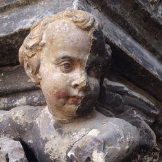 Dégagement de la polychromie originale du porche occidental de la cathédrale de Tournai © KIK-IRPA