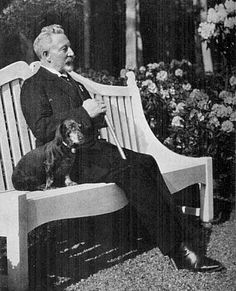 Kaiser Wilhelm II and one of his dachshunds. The one that cause dan international incident when it bit a foreign dignitary?