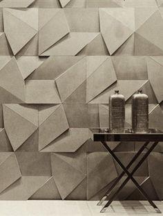 Lampen van stevig karton en wanddecoratie met origami-achtige vormen. Benieuwd hoe je papier toepast in het interieur? Lees verder en word geïnspireerd door talloze ideeën.