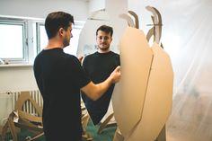 Na Výstavě Žiješ srdcem své dílo představí také Tadeáš Podracký, jehož tvorba nemá vyhraněný formát v designu či umění, ale pohybuje se v prostoru mezi. Zabývá se tak produktovým designem skla, interiérovým objektům i velkoformátovým volným instalacím. #zijessrdcem