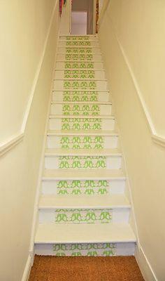 Wallpaper carpet runner for uninspiring stairs Wallpaper Stairs, Kitchen Wallpaper, Love Wallpaper, Green Wallpaper, Painted Floorboards, Painted Stairs, House Stairs, Carpet Stairs, Basement Stairs