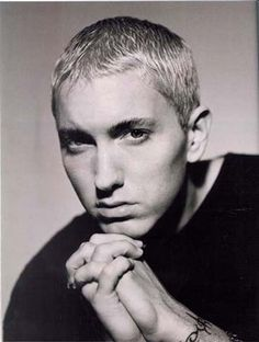 Eminem~awe love this pic Eminem Slim Shady Lp, Marshall Eminem, Best Rapper Ever, Hip Hop, Eminem Photos, Eminem Rap, Rap God, American Rappers, Baby Daddy