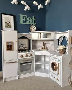 How You Can Find The Toys That Will Be Loved. Kitchen Sets For Kids, Ikea Play Kitchen, Mini Kitchen, Kitchen Redo, Small Playroom, Playroom Decor, Kids Decor, Kidkraft Kitchen, Small Space Interior Design