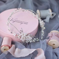 Lovely thin floral wreath, bridal hair vine. ⭐️ WORLDWIDE FREE SHIPPING ⭐️ Floral design for a gentle bride! Its absolutely flexible hairvine has many options to wear, as wreath or headpiece. Choose your color: Gold or Silver tone, ivory or light pink flowers. ❤️ size: 36 cm (13,8