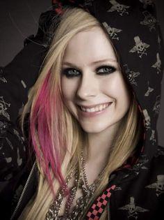 Avril Lavigne Eye Makeup Tips and Tutorial >> http://cutemakeupideass.com/eye-makeup/avril-lavigne-eye-makeup/