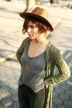 Adorable Boho Casual Outfits To Look Cool: The only thing that can be said against Boho looks is that they don't work very well in formal occasions but that is also their biggest advantage. Boho Outfits, Casual Outfits, Fashion Outfits, Hipster Outfits, Casual Dresses, Fashion Over 40, Boho Chic, Boho Fashion, Autumn Fashion