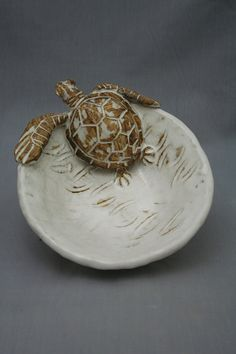 Slab Pottery, Ceramic Pottery, Pottery Art, Pottery Animals, Ceramic Animals, Ceramic Bowls, Ceramic Art, Mediterranean Sculptures, Sea Turtle Bowl