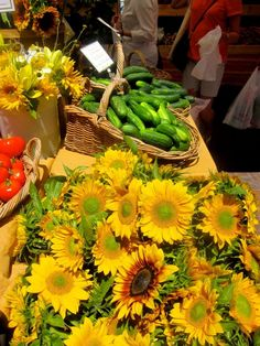 a virtual bouquet for my followers: happy sunflowers at Copley Square, Boston ~#farmersmarket #food #nutrition #health
