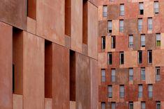 pigmented concrete at sir david chipperfield architects' viviendas de la empresa municipal de la vivienda, villaverde madrid