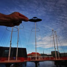 British photographer Rich McCor uses paper silhouettes to playfully transform famous European landmarks into something else entirely. So the London Eye London Eye, Travel Around The World, Around The Worlds, Forced Perspective, Montage Photo, Photos Voyages, Famous Landmarks, Historical Landmarks, His Travel