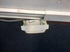 Stopcontacten hangen los in sommige lokalen. Door middel van een kliksysteem zitten de stopcontacten aan de muur bevestigd. Dit is gevaarlijk. Ook dit behoort niet tot mijn krachtige leeromgeving. Een krachtige leeromgeving hoort ook veilig te zijn voor de leerlinegn.