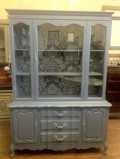 Fort Lauderdale-based Victoria Mir transformed this china cabinet with Chalk Paint® decorative paint by Annie Sloan. decorative paint in Old Violet and Paloma in addition to the Royal Design Studio Antoinette Damask stenciled along the back! Refurbished Furniture, Paint Furniture, Repurposed Furniture, Furniture Projects, Furniture Makeover, Hutch Makeover, Furniture Decor, Furniture Design, China Cabinet Redo