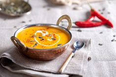 Once winter starts to raise its dreary head, few people can say no to a warming bowl of homemade pumpkin soup. Pumpkin Soup, Pumpkin Recipes, Vegan Recipes Easy, Fall Recipes, Salsa Fresca, Healthy Halloween Snacks, Plant Based Eating, Vegan Dishes, Nutritious Meals