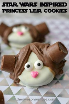 Our recipe for Star Wars Inspired Princess Leia Oreo cookies are so easy to make. They are perfect to serve for Star Wars Day and watch parties too. Waffle Recipes, Cookie Recipes, Dessert Recipes, Easy Desserts, Delicious Desserts, Elote Dip Recipe, Slow Cooker Turkey, Oreo Cookies, Star Cookies