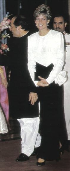 Princess Diana in solo visite Pakistan _ Septembre 1991 _ Suite